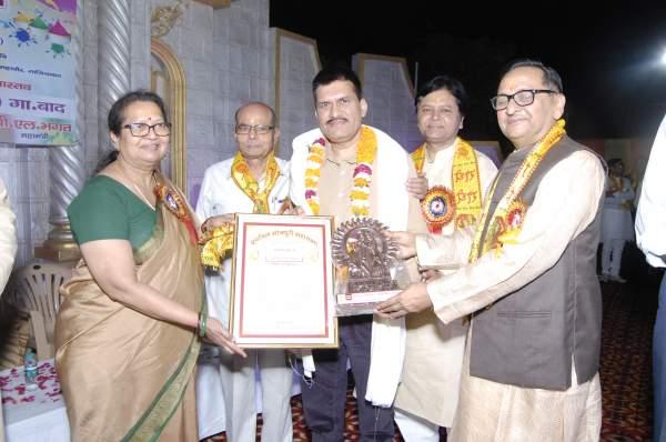 Receiving Award from Purvanchal Bhojpuri Mahasabha.